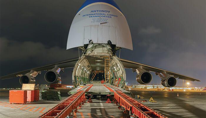 Antanov heavy-lifting air cargo carrier