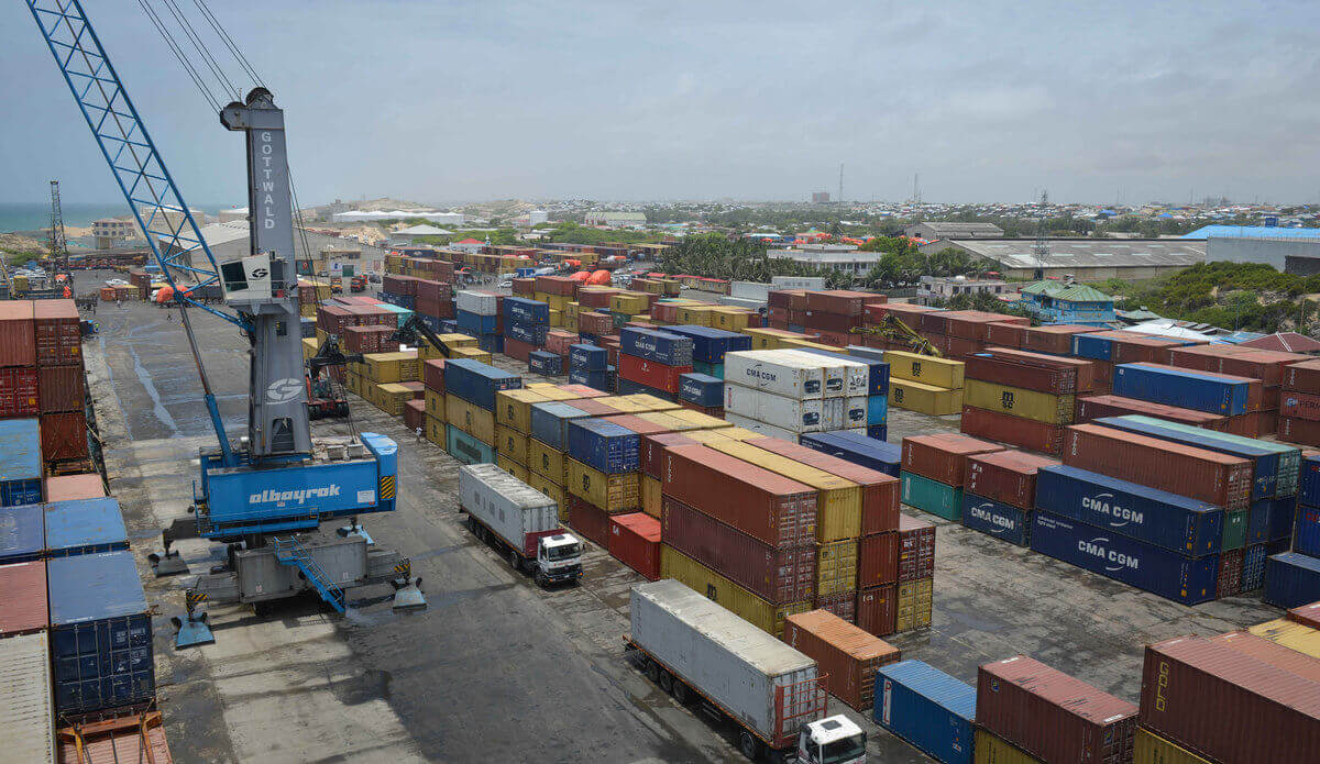 Unloading cargo at Mogadishu Port